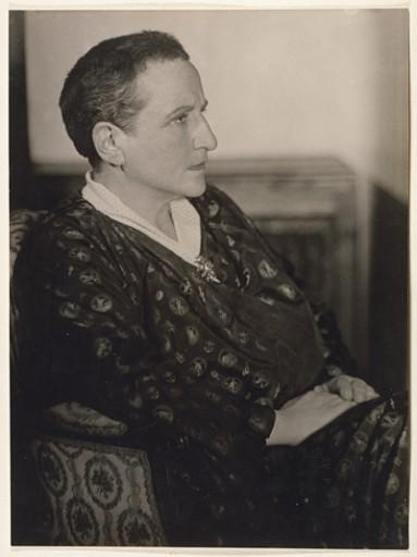 Gertrude Stein - por Man Ray (1927)